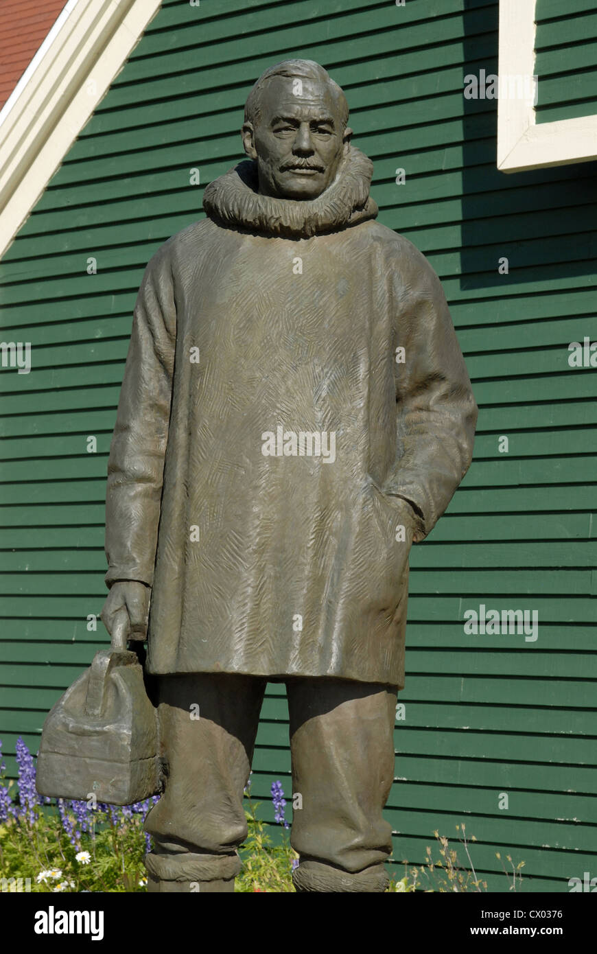 Statue of Dr Wilfred Grenfell outside the Grenfell Interpretation Centre, St Anthony, Newfoundland - Stock Image