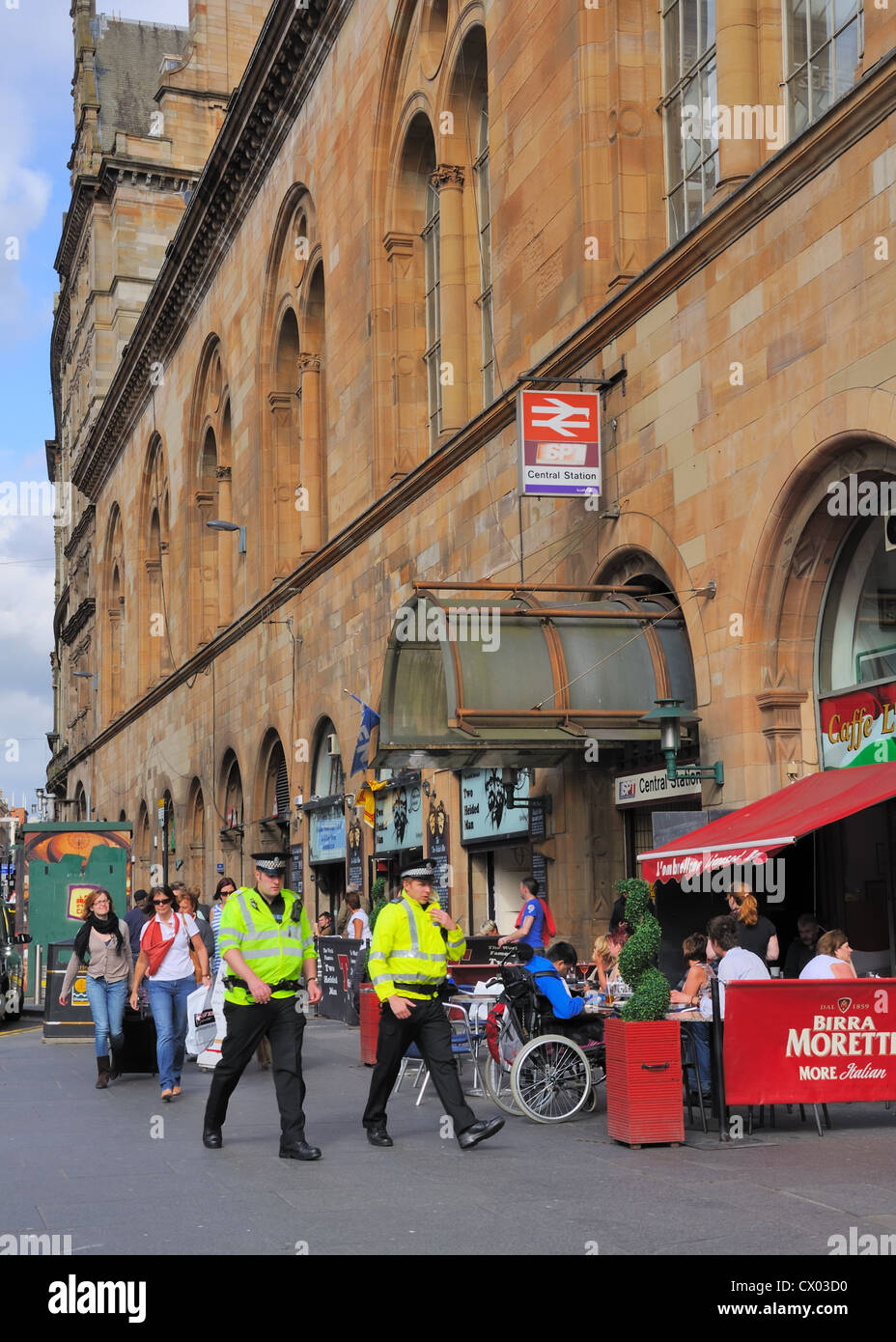 Police patrolling the city centre streets of Glasgow - Stock Image