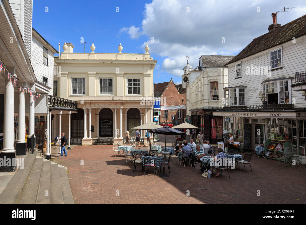 People dining outside the Gastronomia delicatessen street cafe on The Pantiles, Royal Tunbridge Wells Kent England - Stock Image
