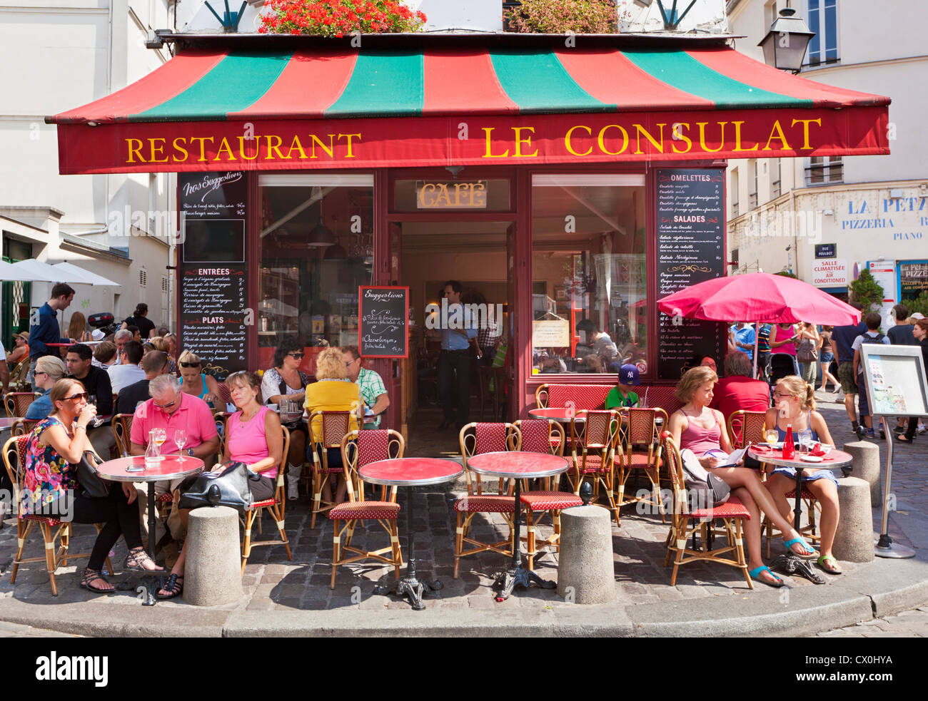 5bb64c026d People sitting at a pavement cafe in Montmartre Paris France EU Europe -  Stock Image