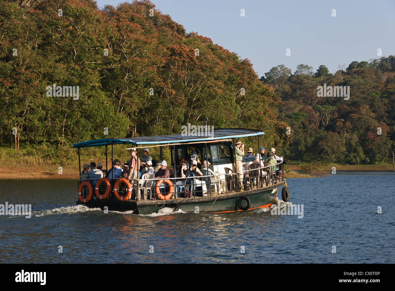 Elk201-3822 India, Kerala, Periyar National Park, park tour boat on lake - Stock Image
