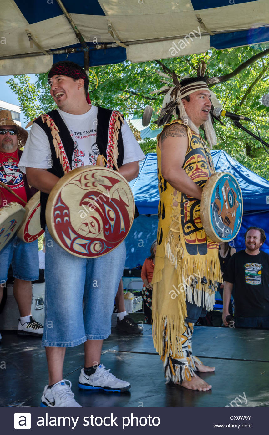 Squamish First Nation Hereditary Chief Ian Campbell,  speaks and drums at the Salish Sea Festival, Vancouver, BC, - Stock Image
