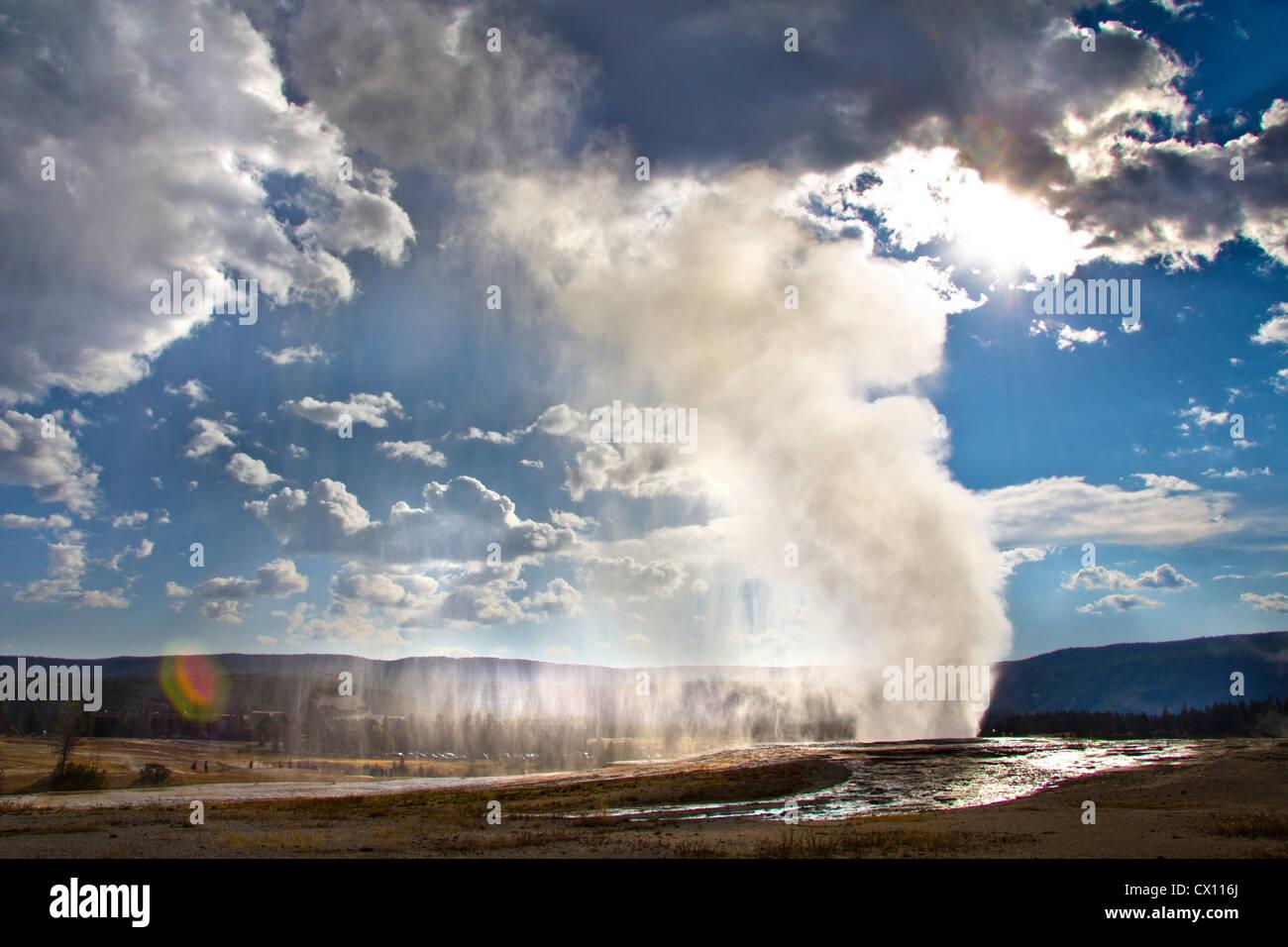 Old Faithful geyser erupting, Yellowstone National Park, Wyoming, USA - Stock Image