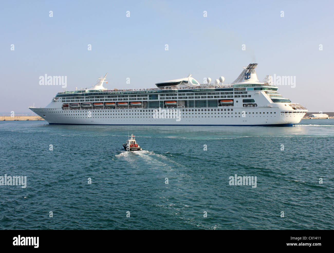 Royal Caribbean International Cruise Line 'Grandeur of the Seas' departing the Port of Palma de Mallorca - Stock Image