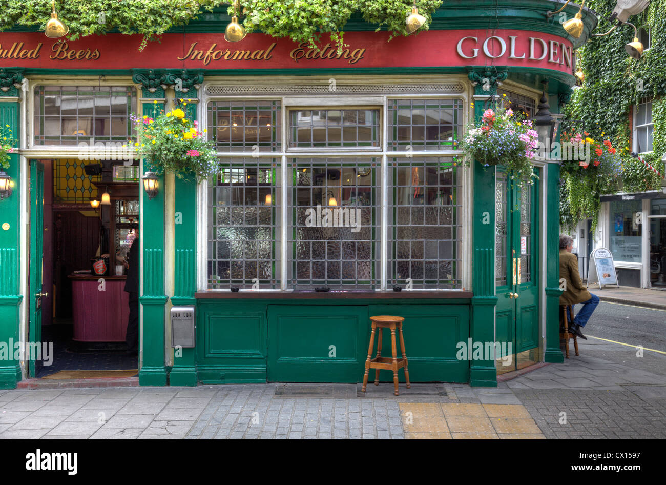 Typical London Pub, England. - Stock Image