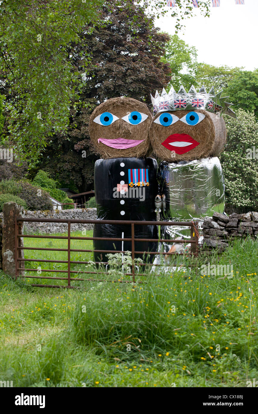 Straw bales dressed as Prince William and Kate to celebrate the royal wedding, Yorkshire, summer 2012. - Stock Image