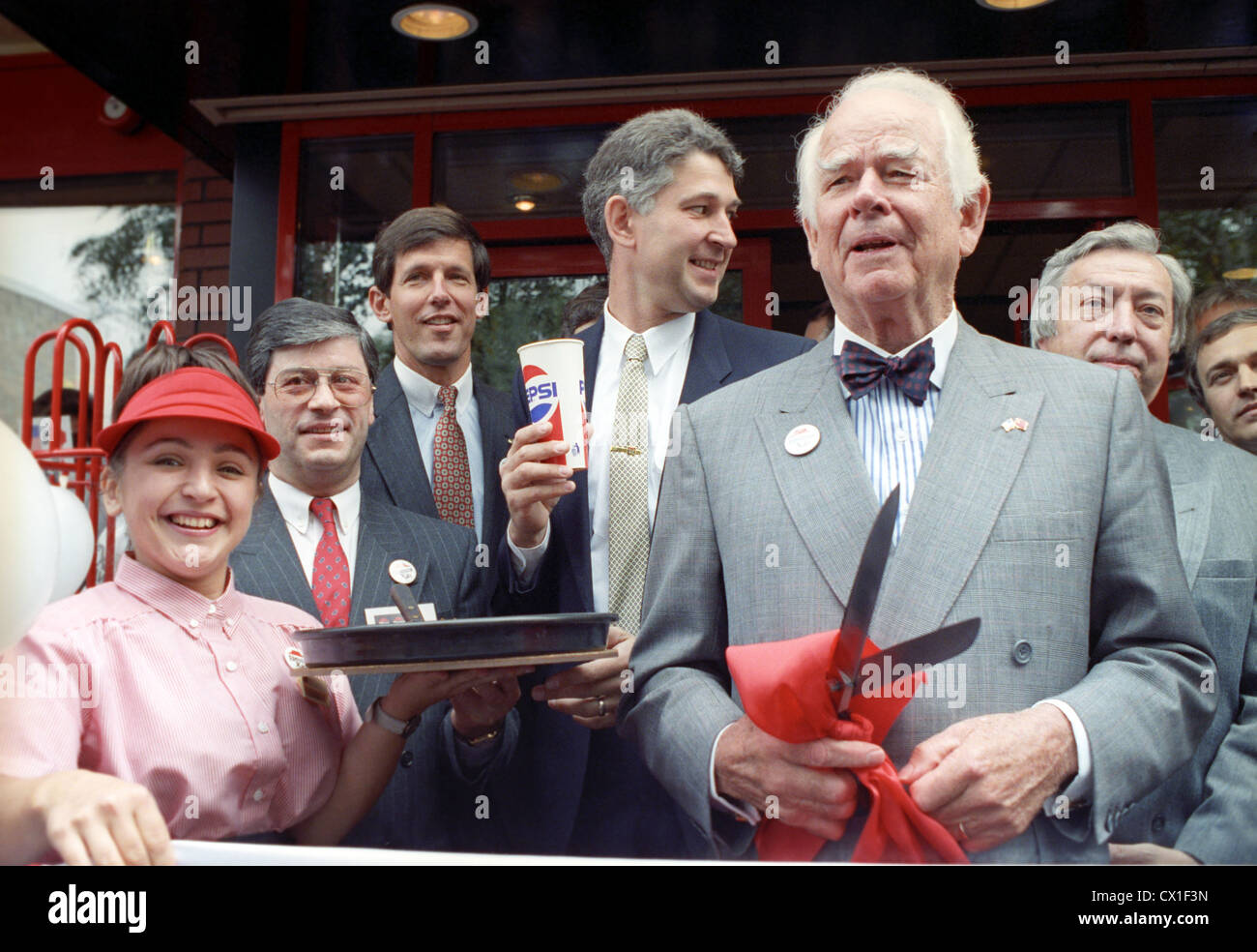 Moscow. USSR. Opening of a Pizza Hut restaurant in Kutuzov Avenue. Donald M. Kendall, CEO of PepsiCo (foreground). - Stock Image