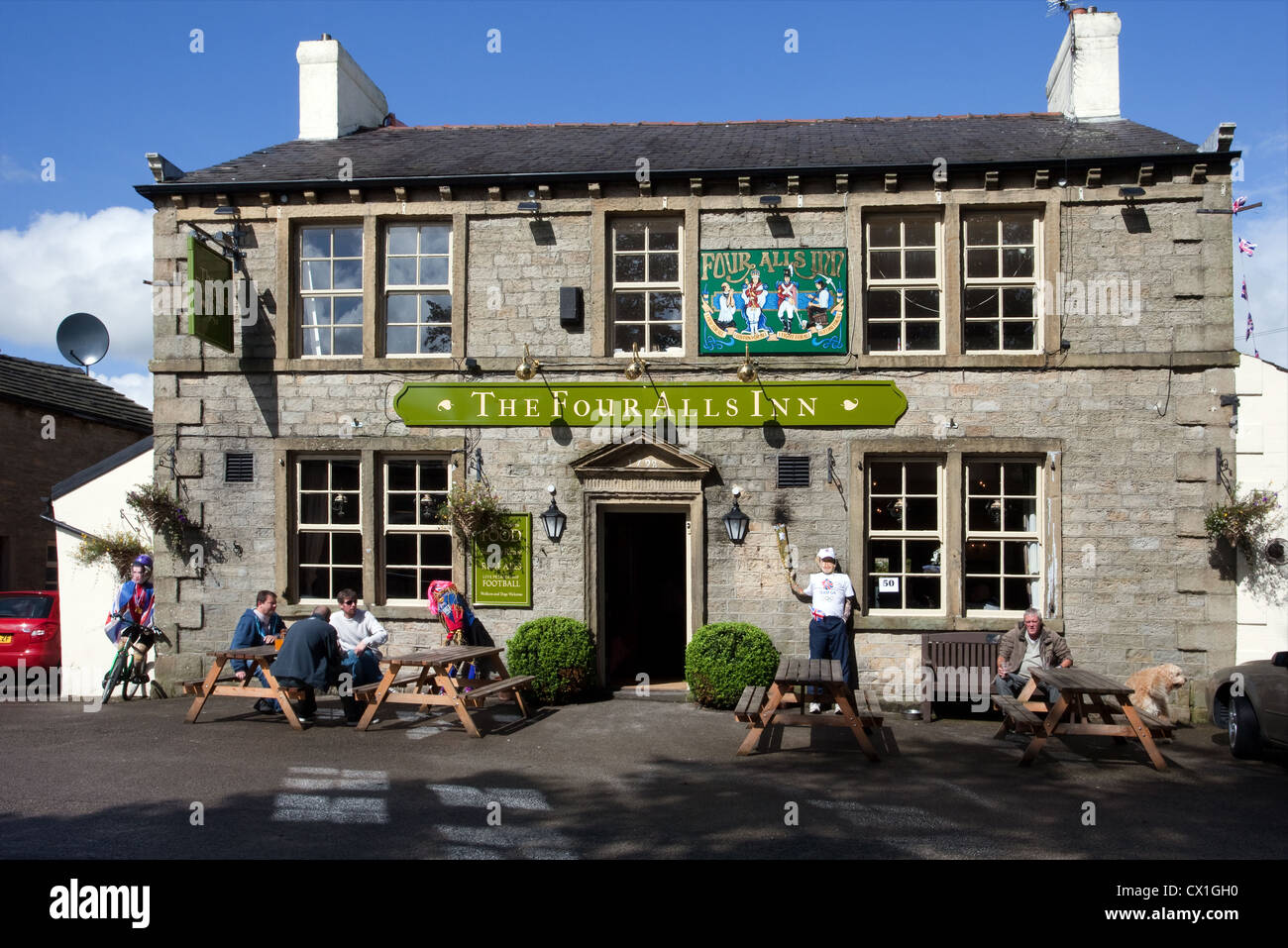 Picnic tables & chairs at the Four Alls Inn - Pub at Higham Scarecrow Festival 2012 - Theme 'The Olympic - Stock Image