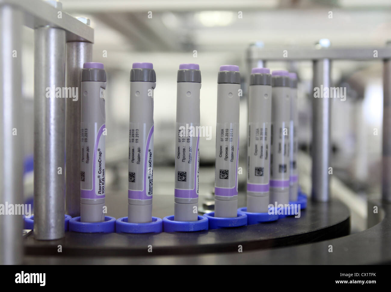 ITAR-TASS: ORYOL REGION, RUSSIA. MAY 24, 2011. Insulin glargine pens (brand name Lantus SoloStar) on an assembly - Stock Image