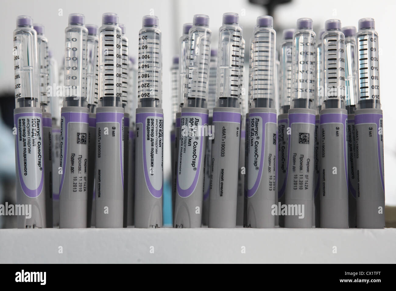 ITAR-TASS: ORYOL REGION, RUSSIA. MAY 24, 2011. Insulin glargine pens (brand name Lantus SoloStar) at a ZAO Sanofi - Stock Image