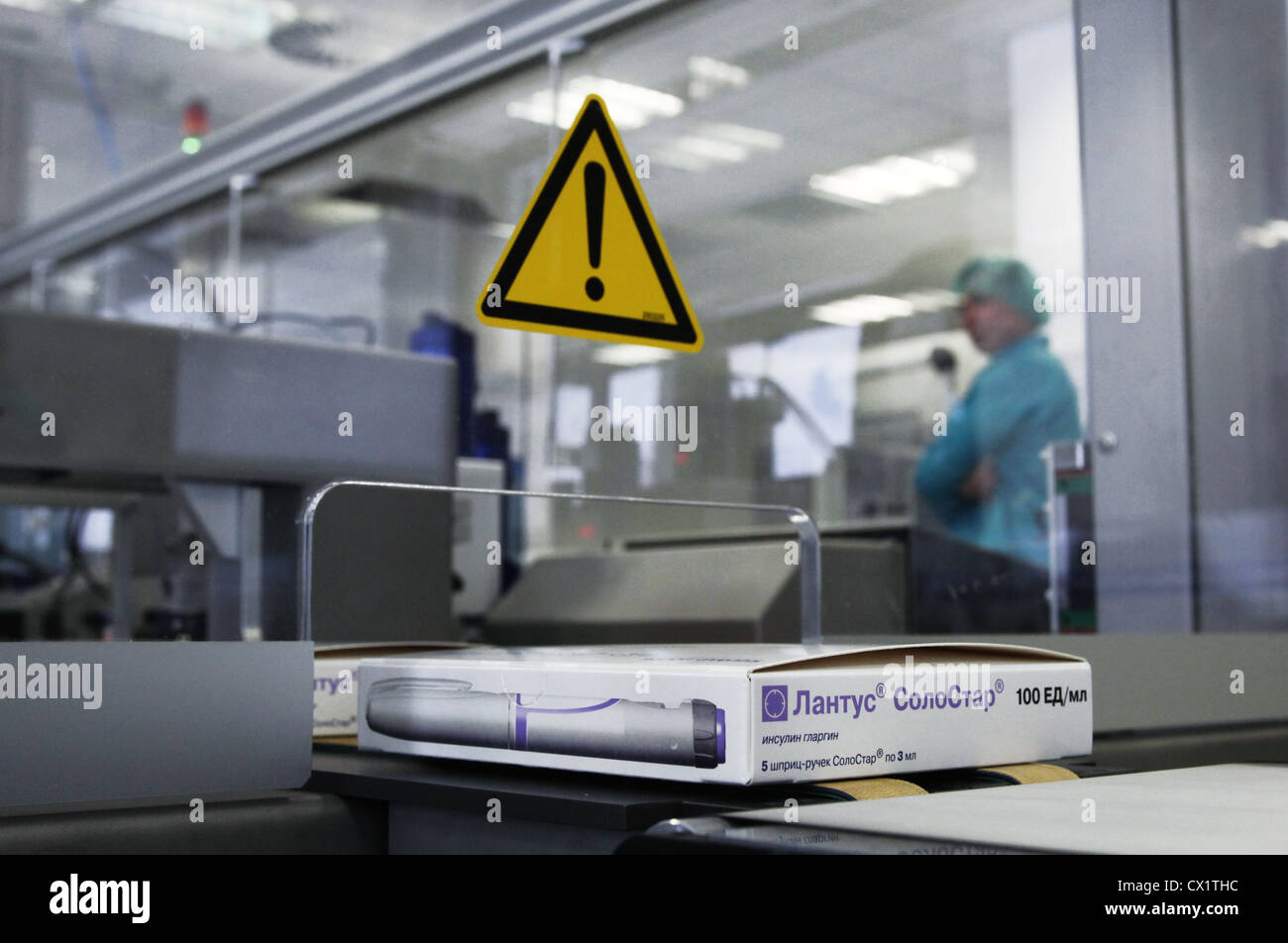 ITAR-TASS: ORYOL REGION, RUSSIA. MAY 24, 2011. Boxed insulin glargine pens (brand name Lantus SoloStar) on an assembly - Stock Image
