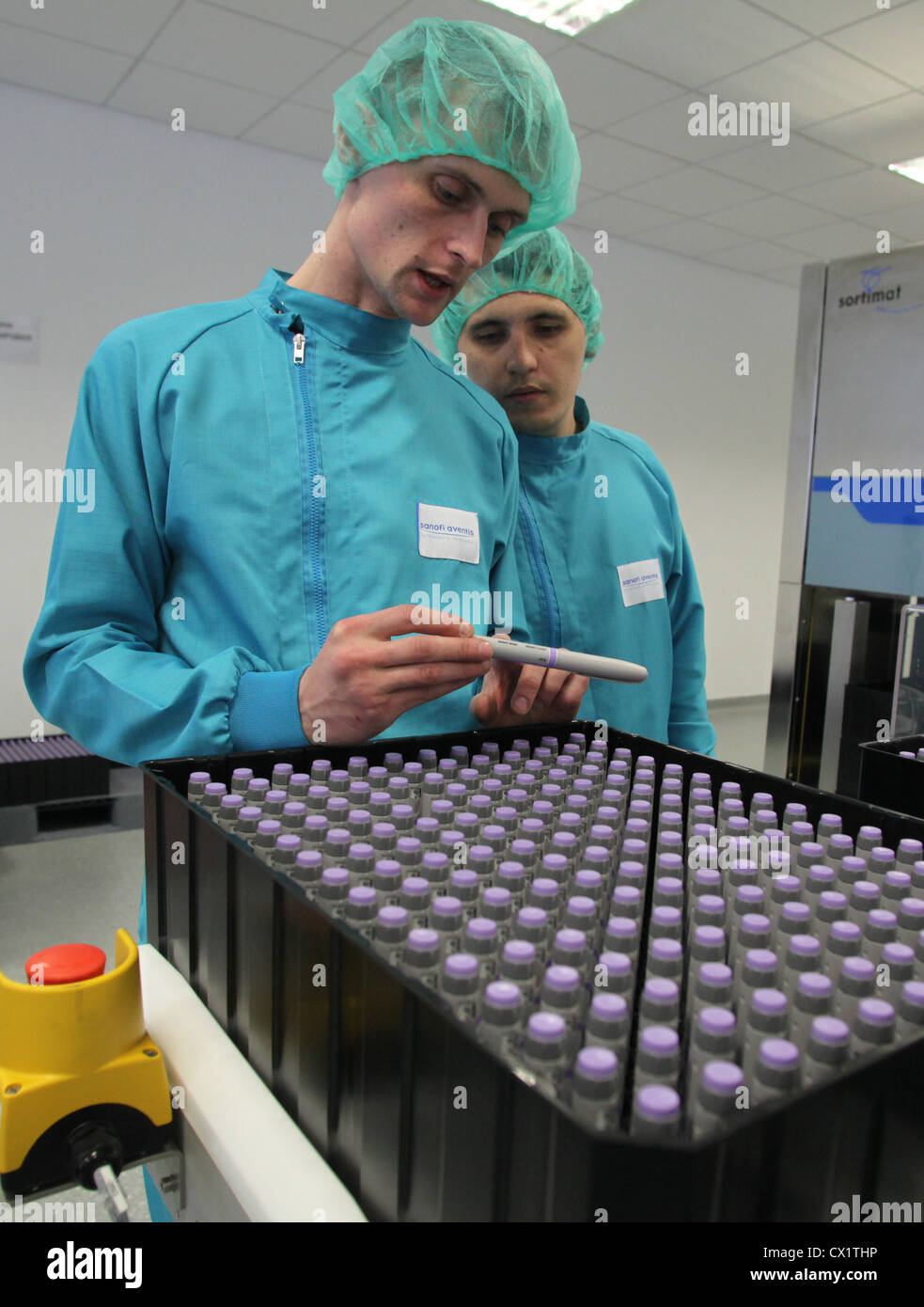 ITAR-TASS: ORYOL REGION, RUSSIA. MAY 24, 2011. Pharmaceutical workers examine insulin glargine pens (brand name - Stock Image