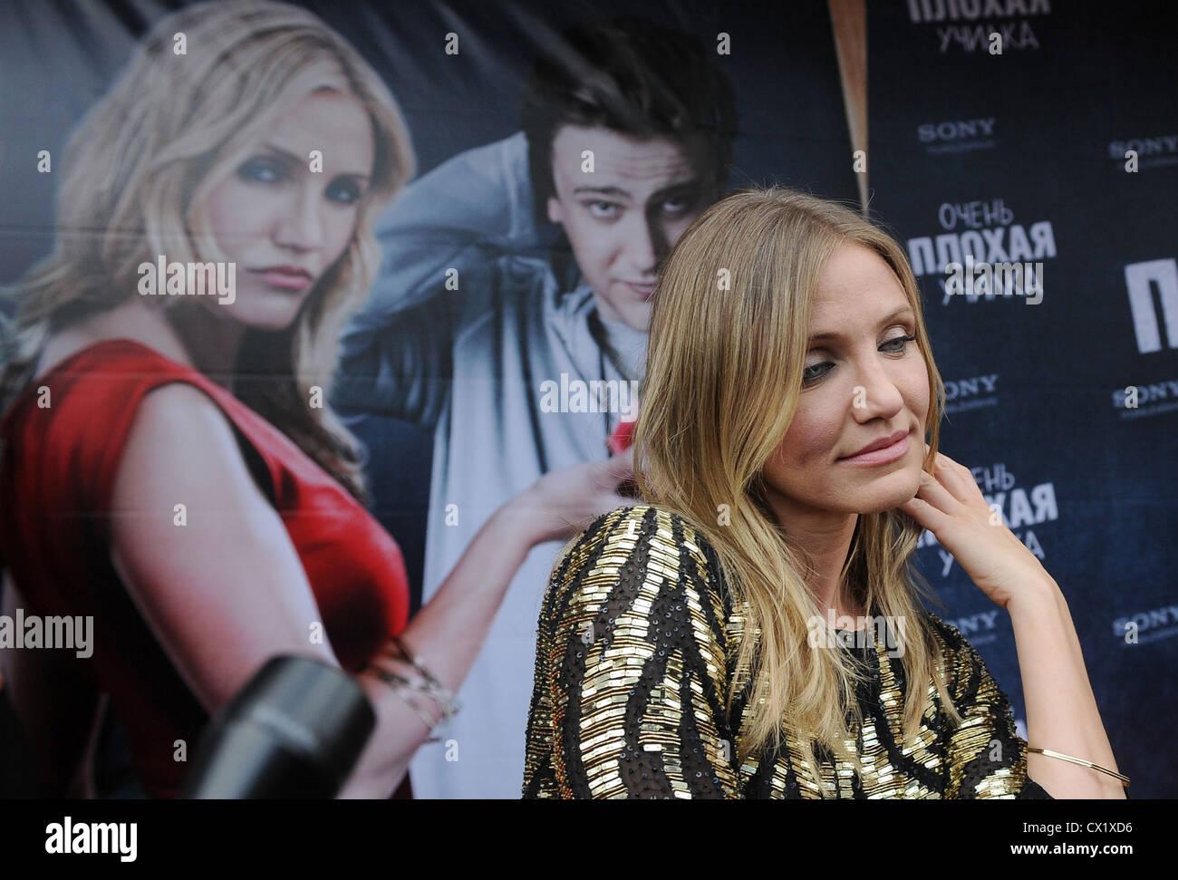 Media: Singer Yulia Nachalova was detained by police 10.12.2017 18