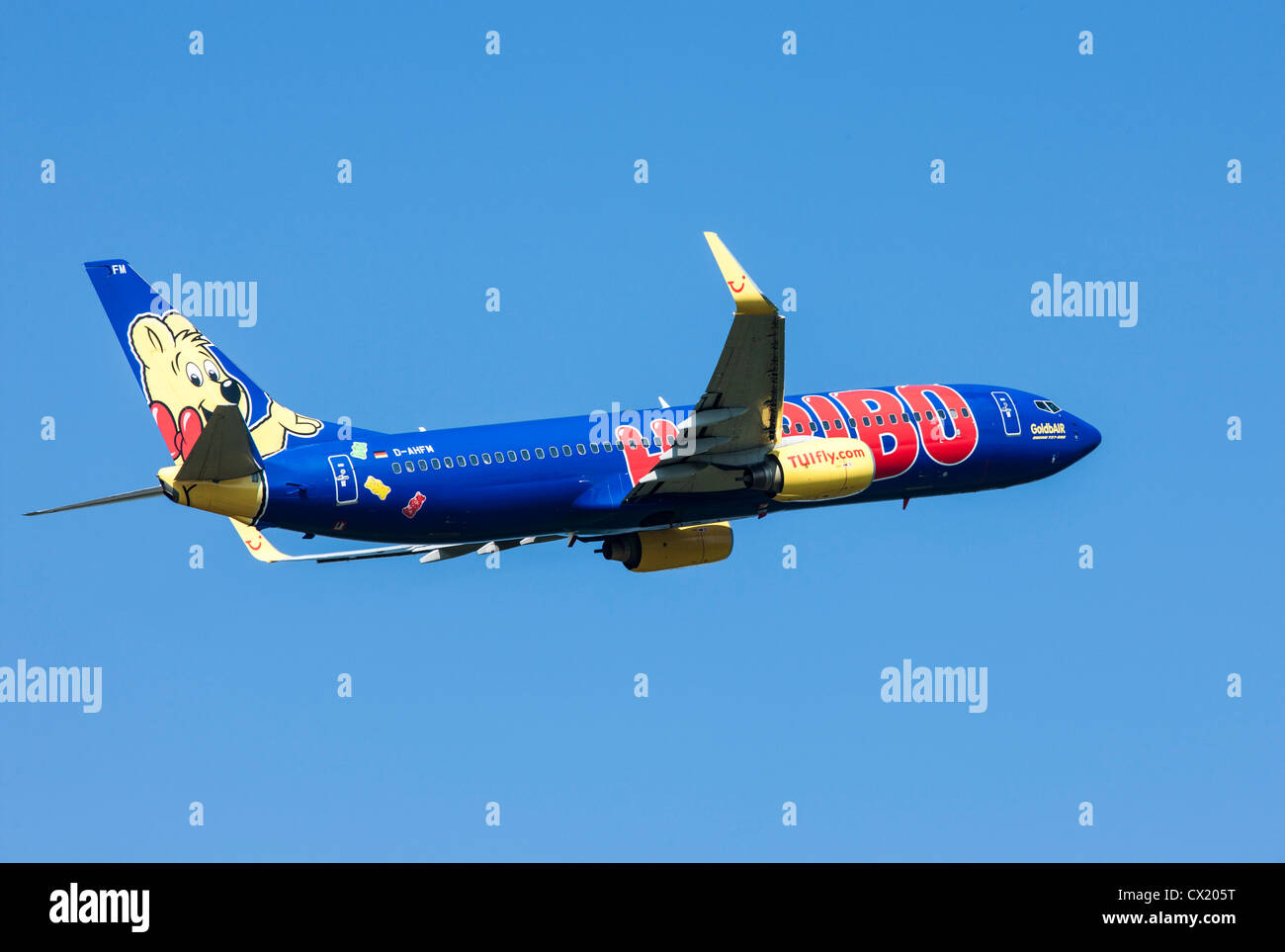 Passenger jet plane taking off form Düsseldorf International Airport. TUIfly, Boeing 737-800, - Stock Image