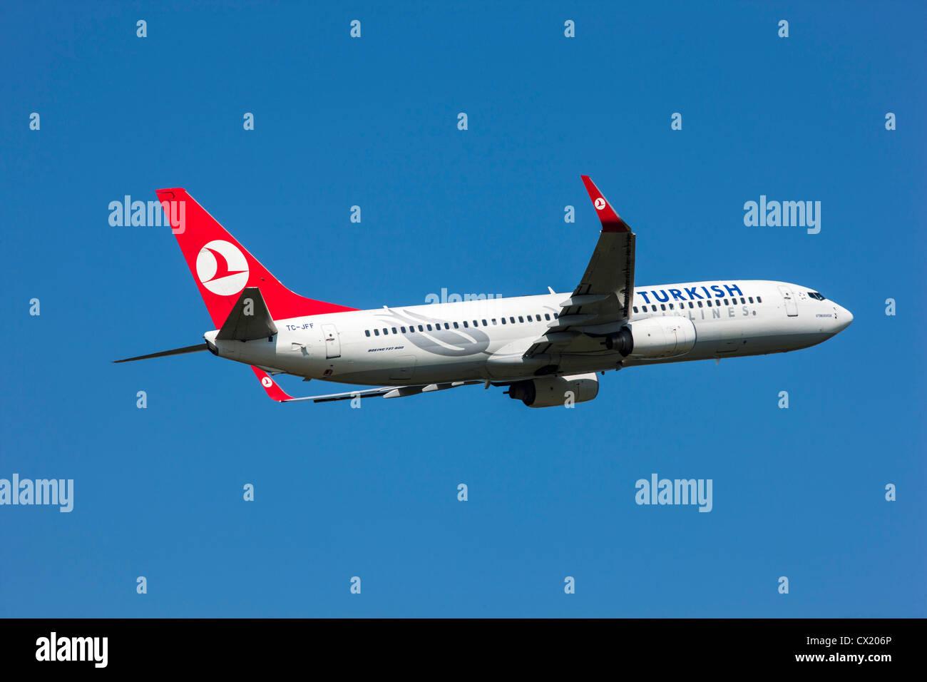 Passenger jet plane taking off form Düsseldorf International Airport. Turkish Airlines, Boeing 737-800, - Stock Image