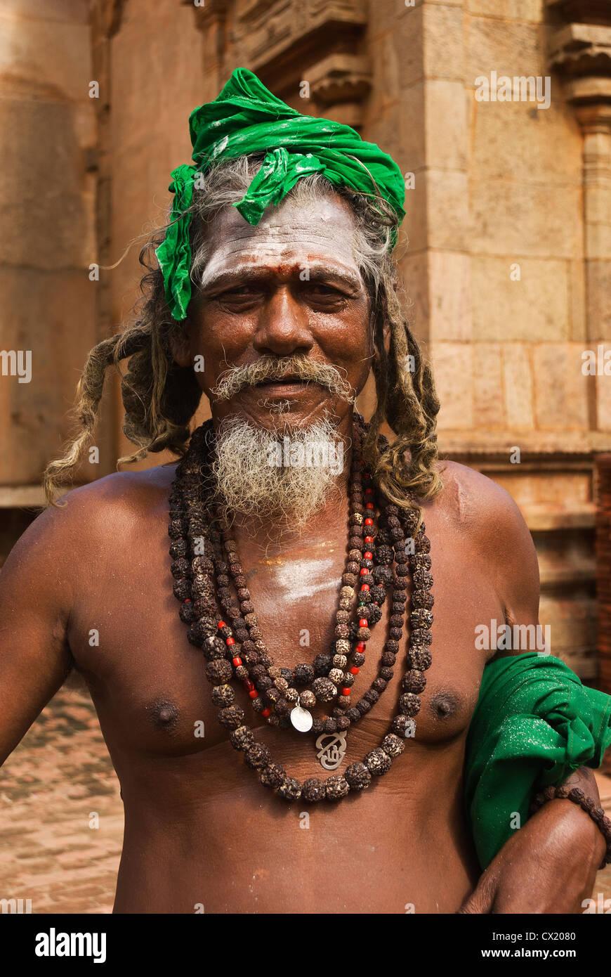 Elk201-4808v India, Tamil Nadu, Thanjavur, Brihadishwara Temple, sadhu (holy man) - Stock Image
