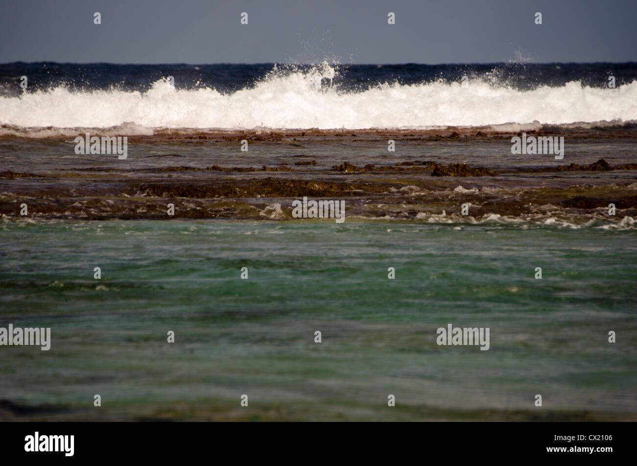 The South Pacific Ocean crashes upon the reef in Rangiroa, French Polynesia - Stock Image