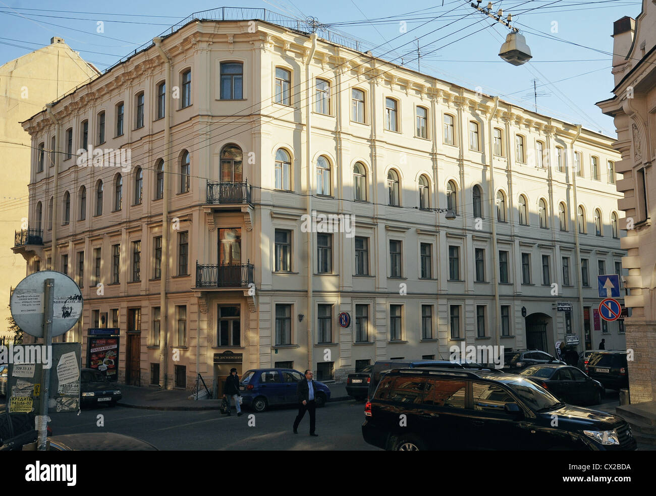 ITAR-TASS: ST PETERSBURG, RUSSIA. OCTOBER 7, 2010. Memorial plque outside the Fyodor Dostoyevsky Literary Memorial - Stock Image