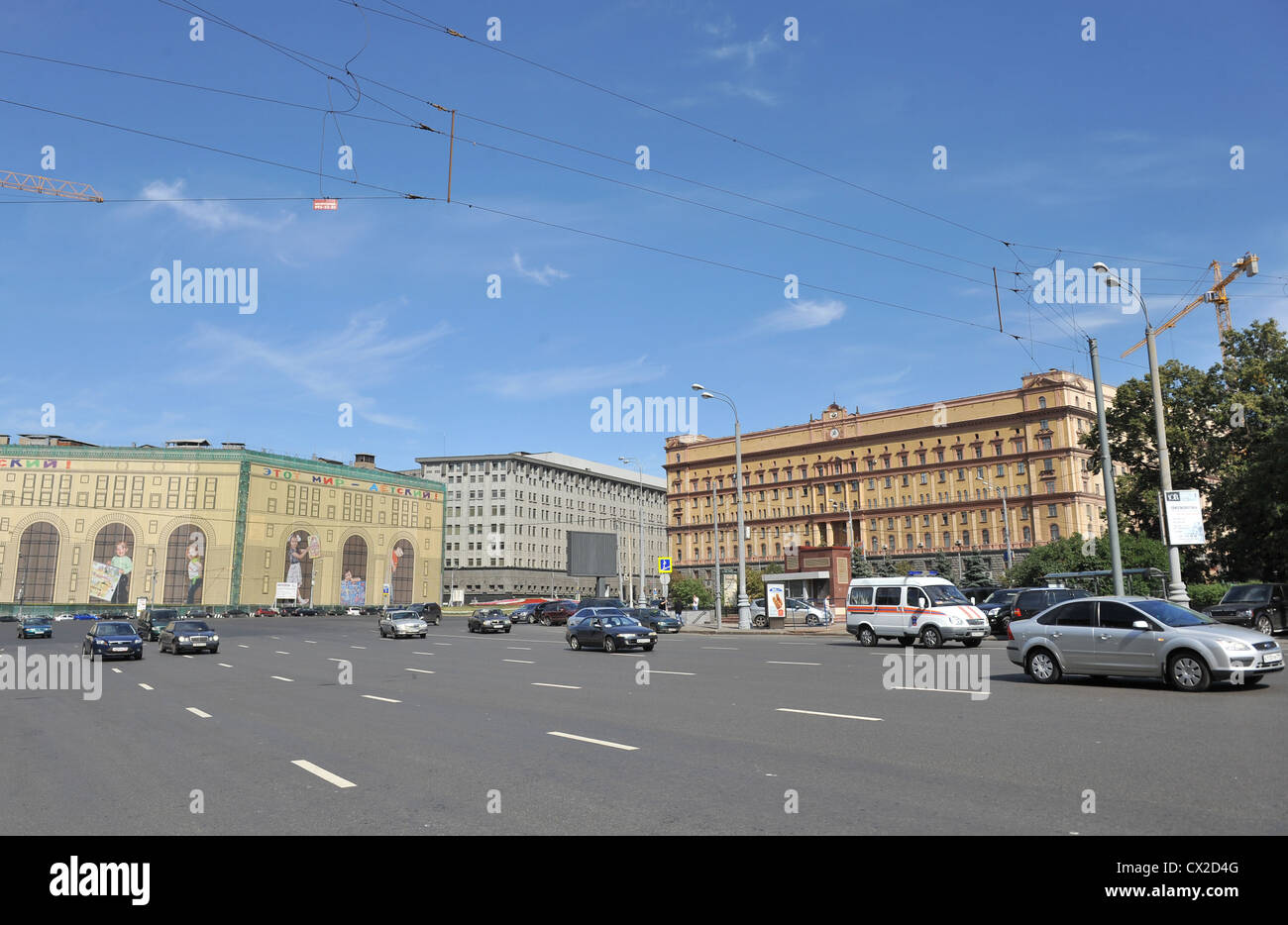 ITAR-TASS: MOSCOW, RUSSIA. AUGUST 24, 2011. A view of Lubyanka Square, where lots of street banners spanning the - Stock Image