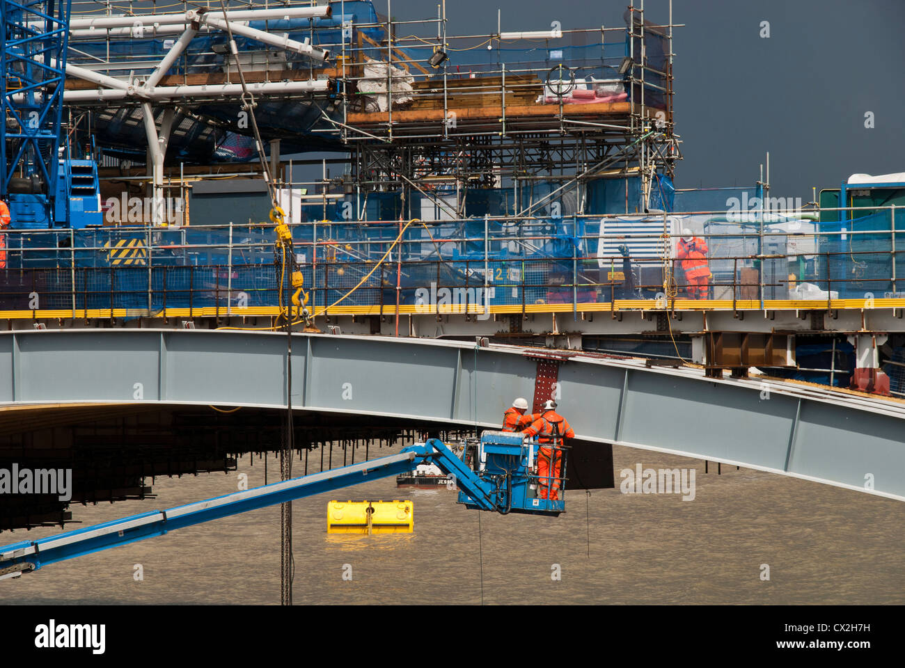 LABORER WORKING TO RENEW BLACKFRIAR BRIDGE IN LONDON - Stock Image