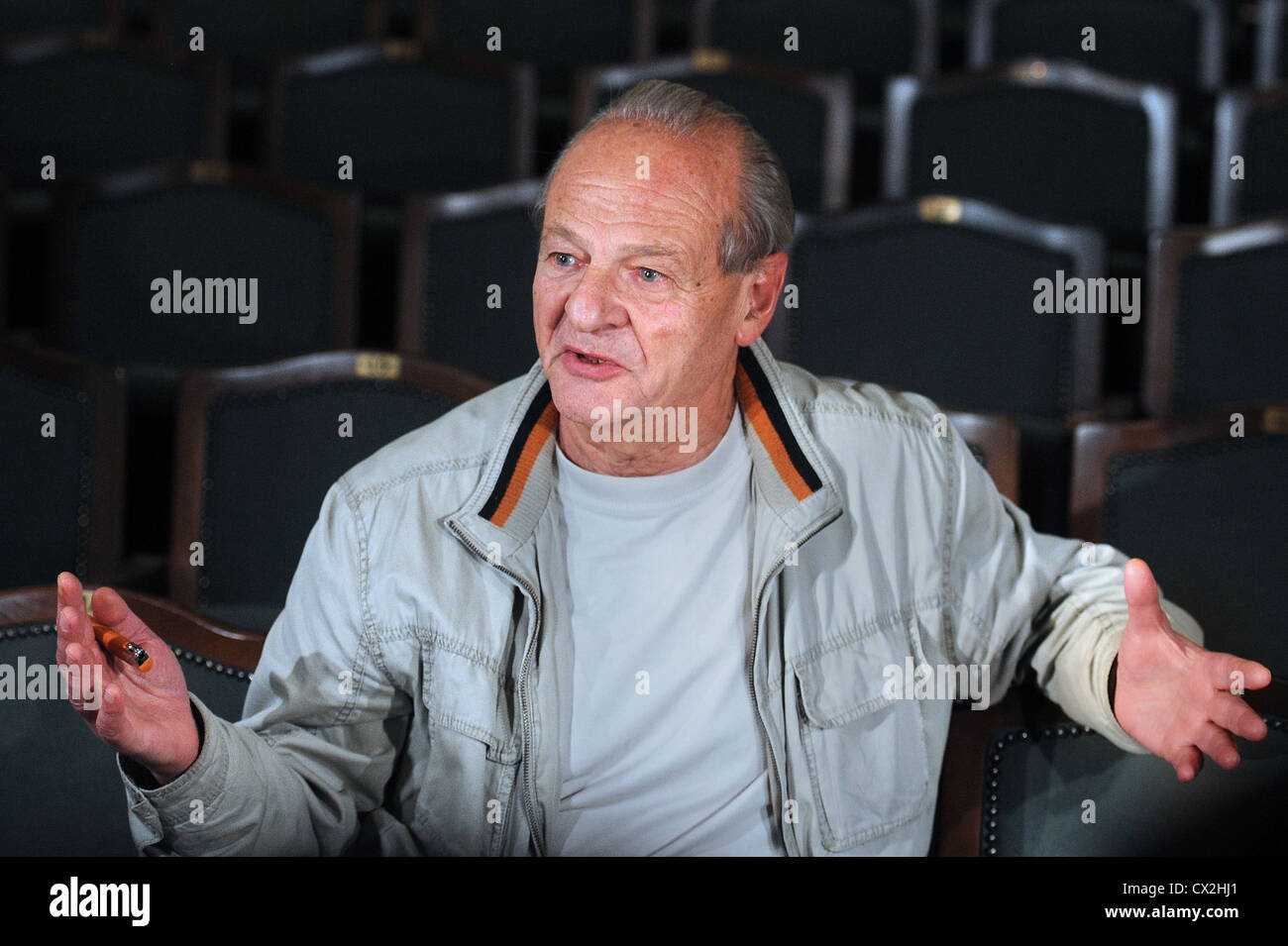 ITAR-TASS: MOSCOW, RUSSIA. SEPTEMBER 19, 2011. Director Adolf Shapiro at the dress rehearsal of his production of - Stock Image
