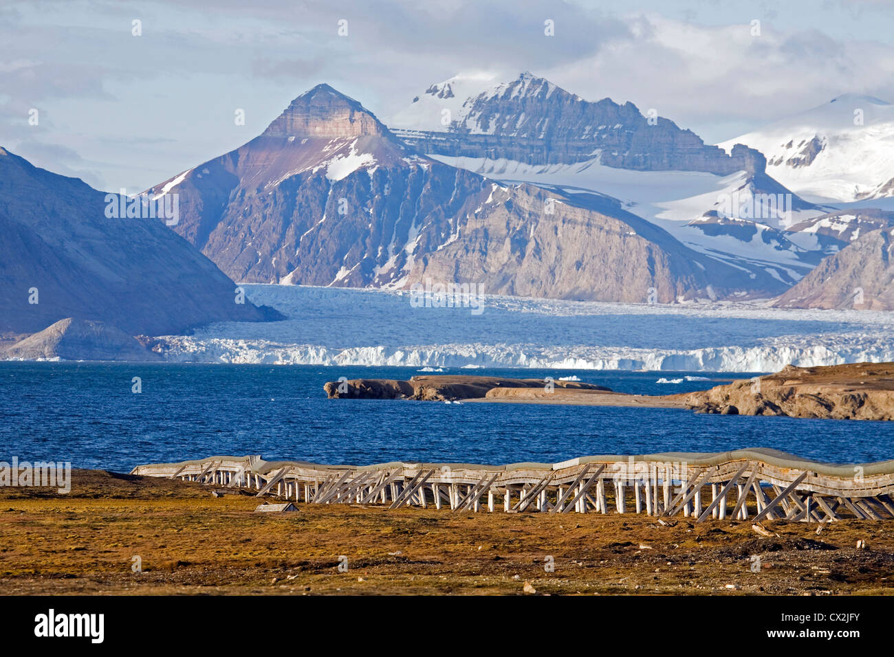 Overground water pipe transporting drinking water to Ny-Ålesund, former mining village on Spitsbergen, Svalbard, - Stock Image