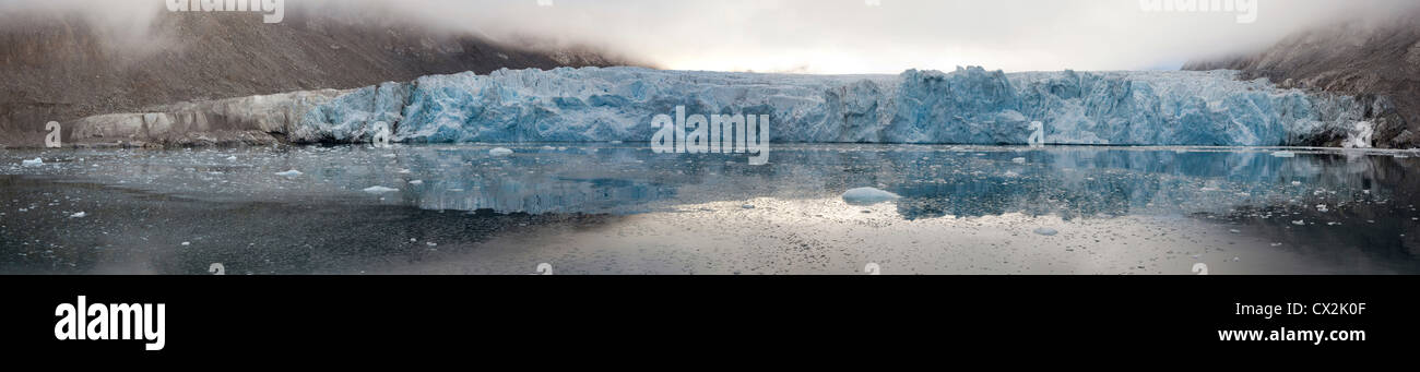 Glacier in the Magdalenefjord on Svalbard, Spitsbergen, Norway - Stock Image