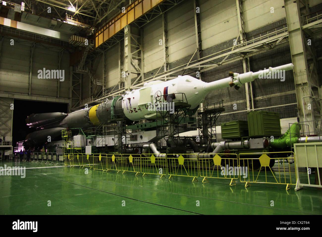 ITAR-TASS: BAIKONUR, KAZAKHSTAN. NOVEMBER 14. 2011. The Soyuz-FG rocket with the Soyuz TMA-22 capsule being transported - Stock Image