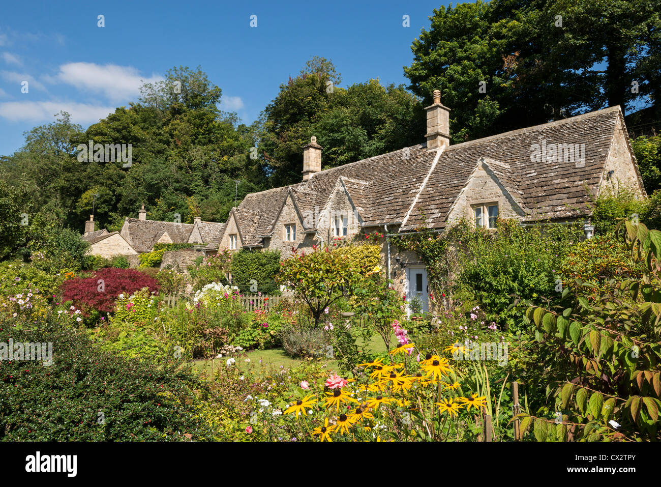 Pretty country cottages and gardens in the picturesque Cotswolds village of Bibury, Gloucestershire, England. - Stock Image