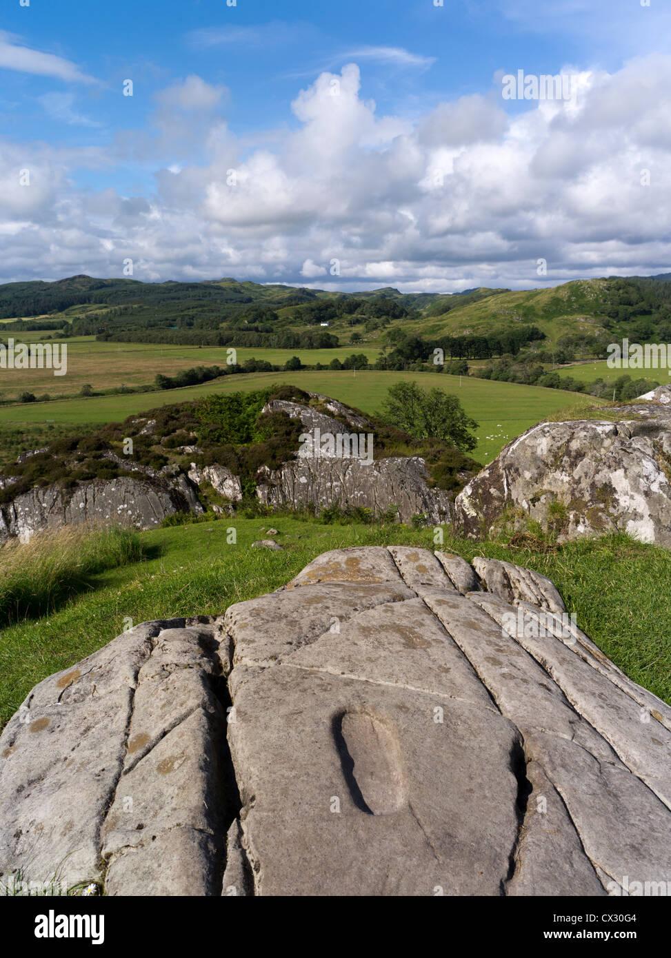 dh Kilmartin Glen DUNADD ARGYLL Stone footprint Dunadd Hillfort Crag fort Dalriada Stock Photo