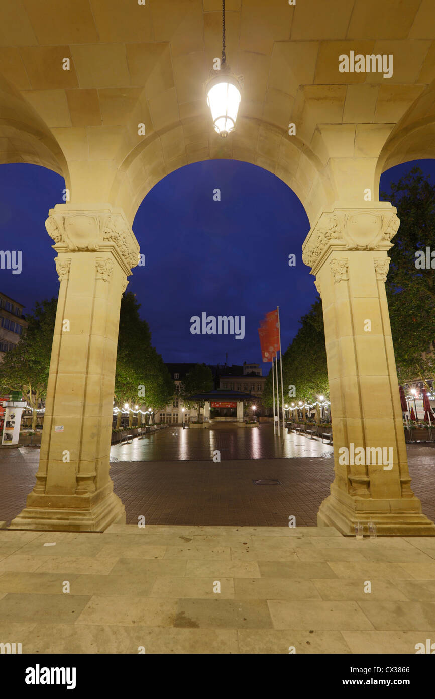 Luxembourg City - View of the Place d'Armes (Arms Square) through the Arcs of the Cercle Municipal at night. - Stock Image