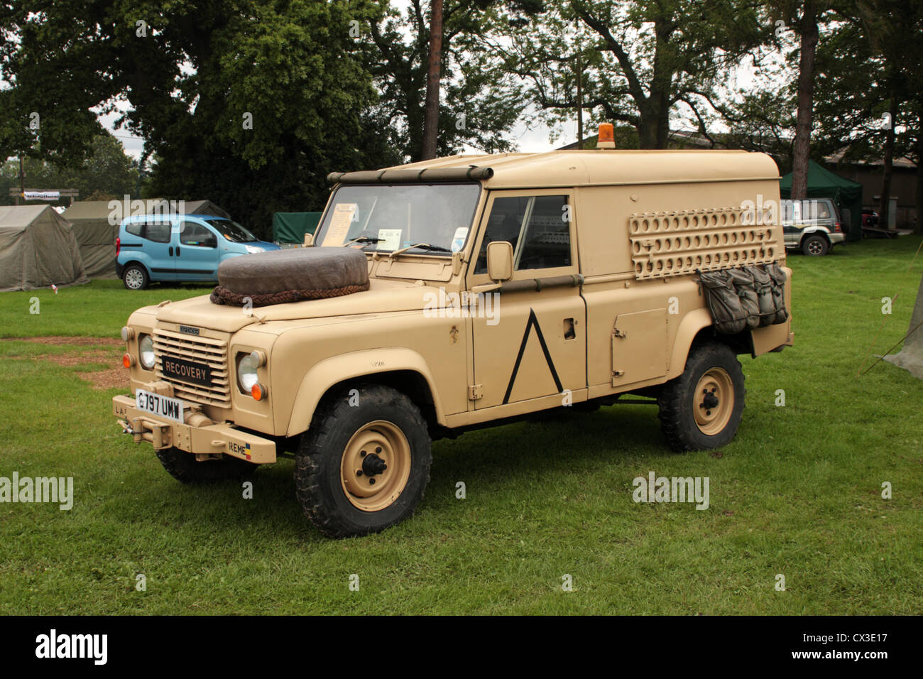 British Army Land Rover in desert camouflage - Stock Image
