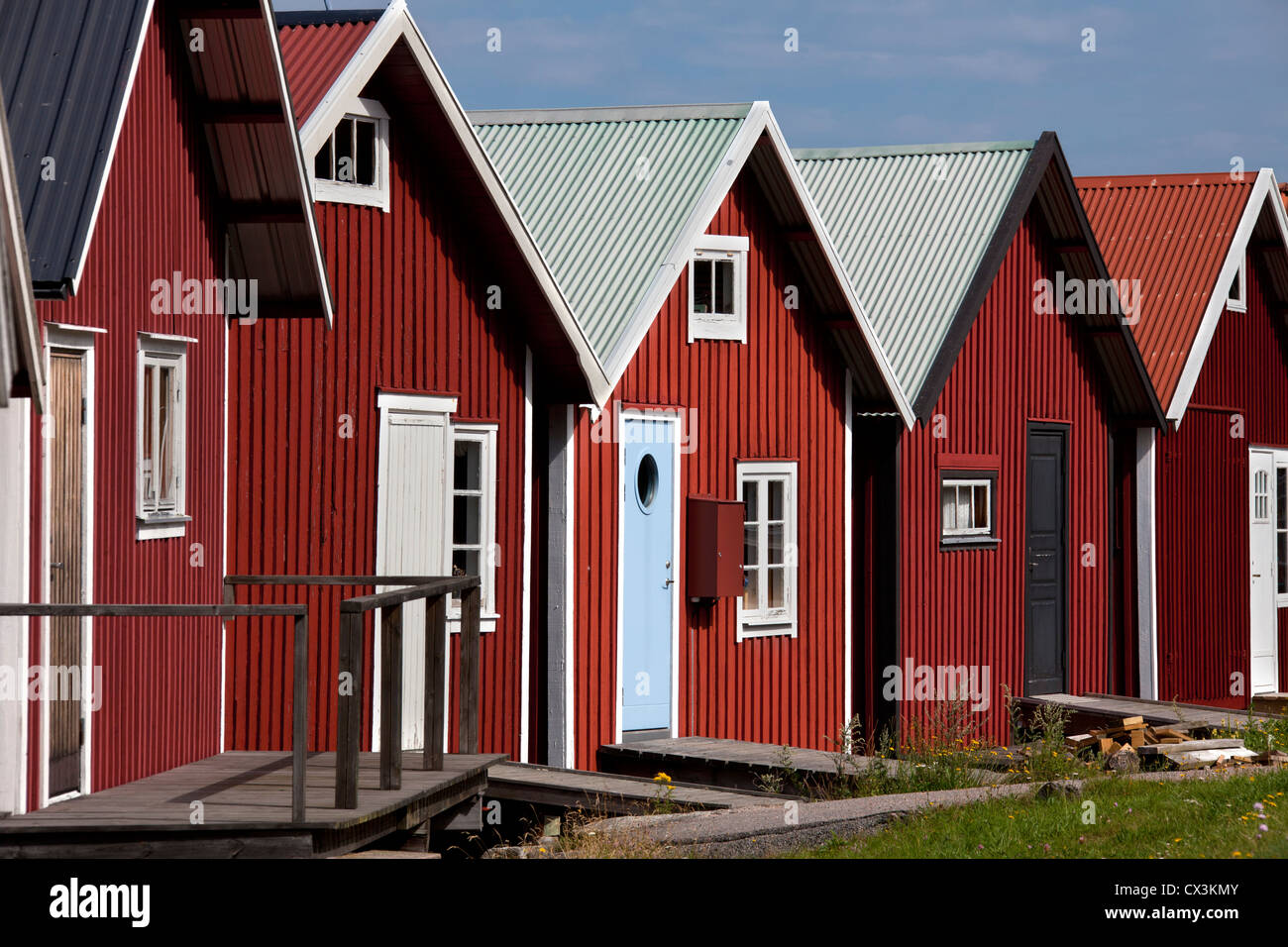 Red wooden boat huts in the harbour at Hamburgsund, Bohuslän, Sweden Stock Photo