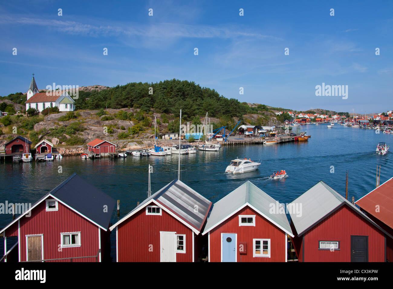 Red wooden boat huts in the harbour at Hamburgsund, Bohuslän, Sweden Stock Photo