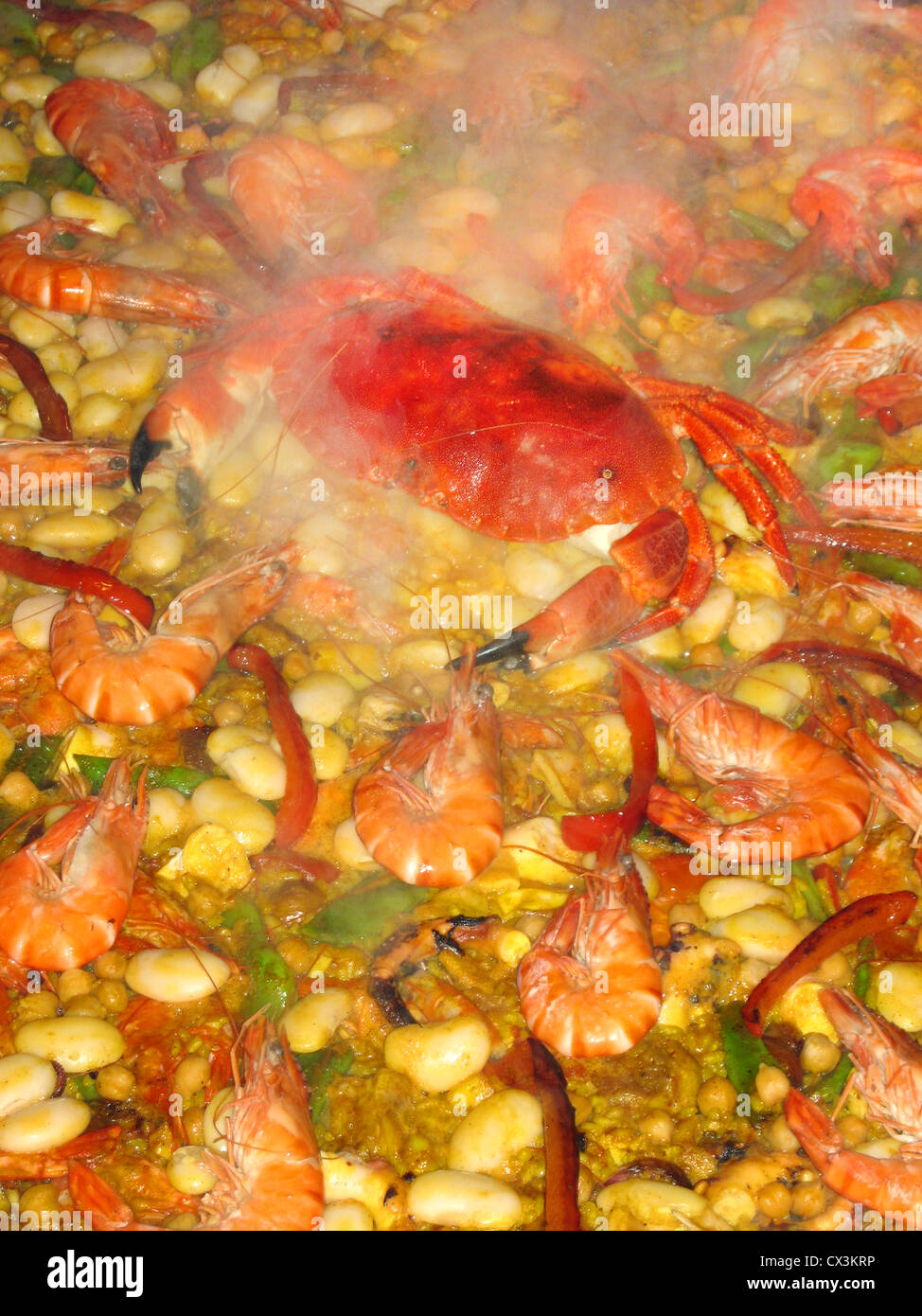 Paella in großer Pfanne - Stock Image