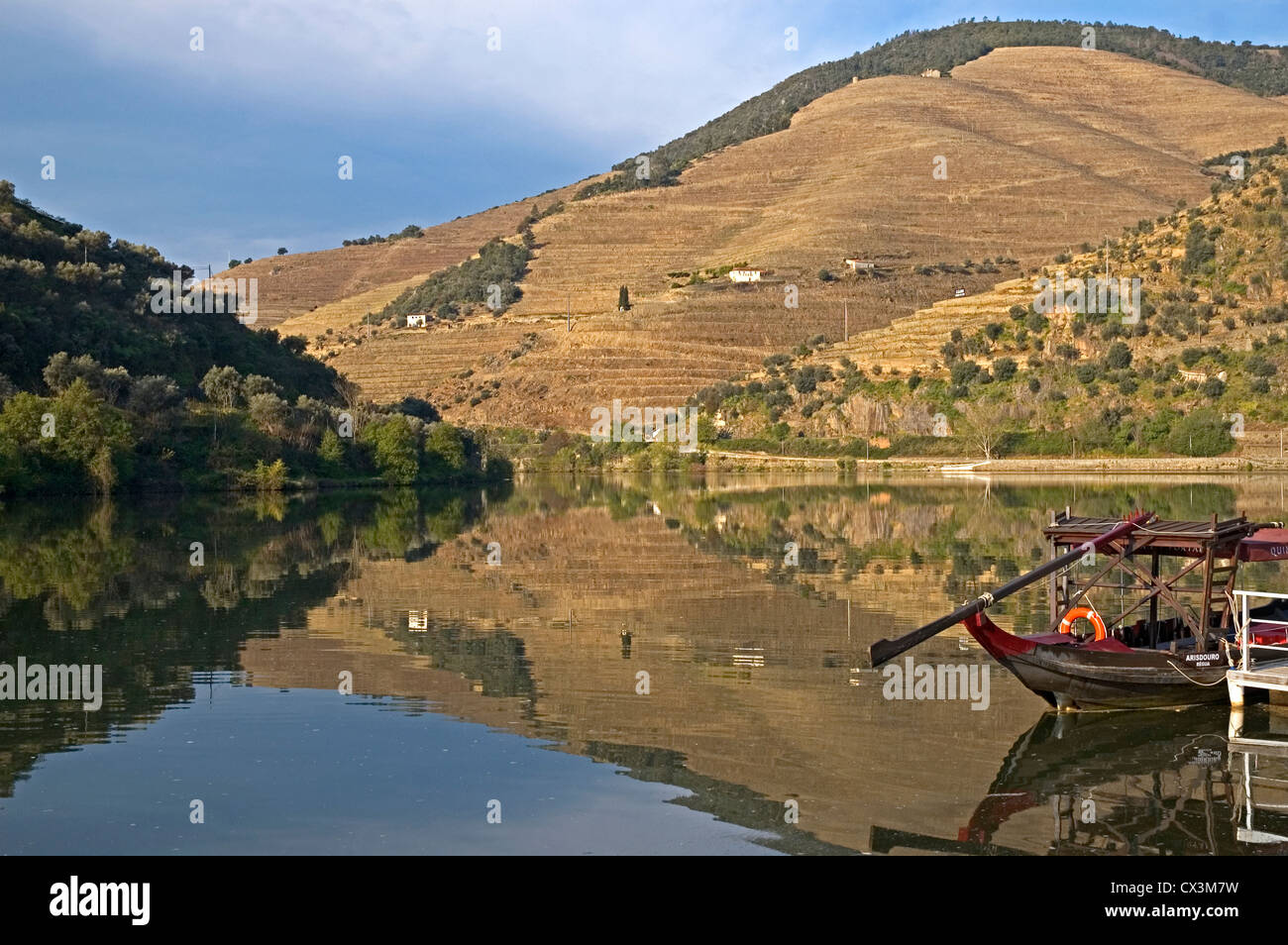 PORTUGAL, River Douro, Pinhao, view on river bank with barca rabelo - Stock Image