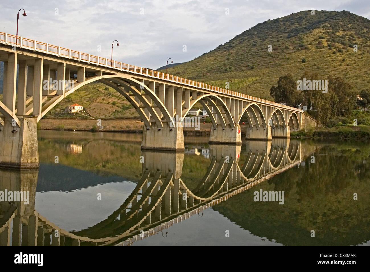 PORTUGAL, River Douro, Barca D'Alva, bridge over the river - Stock Image