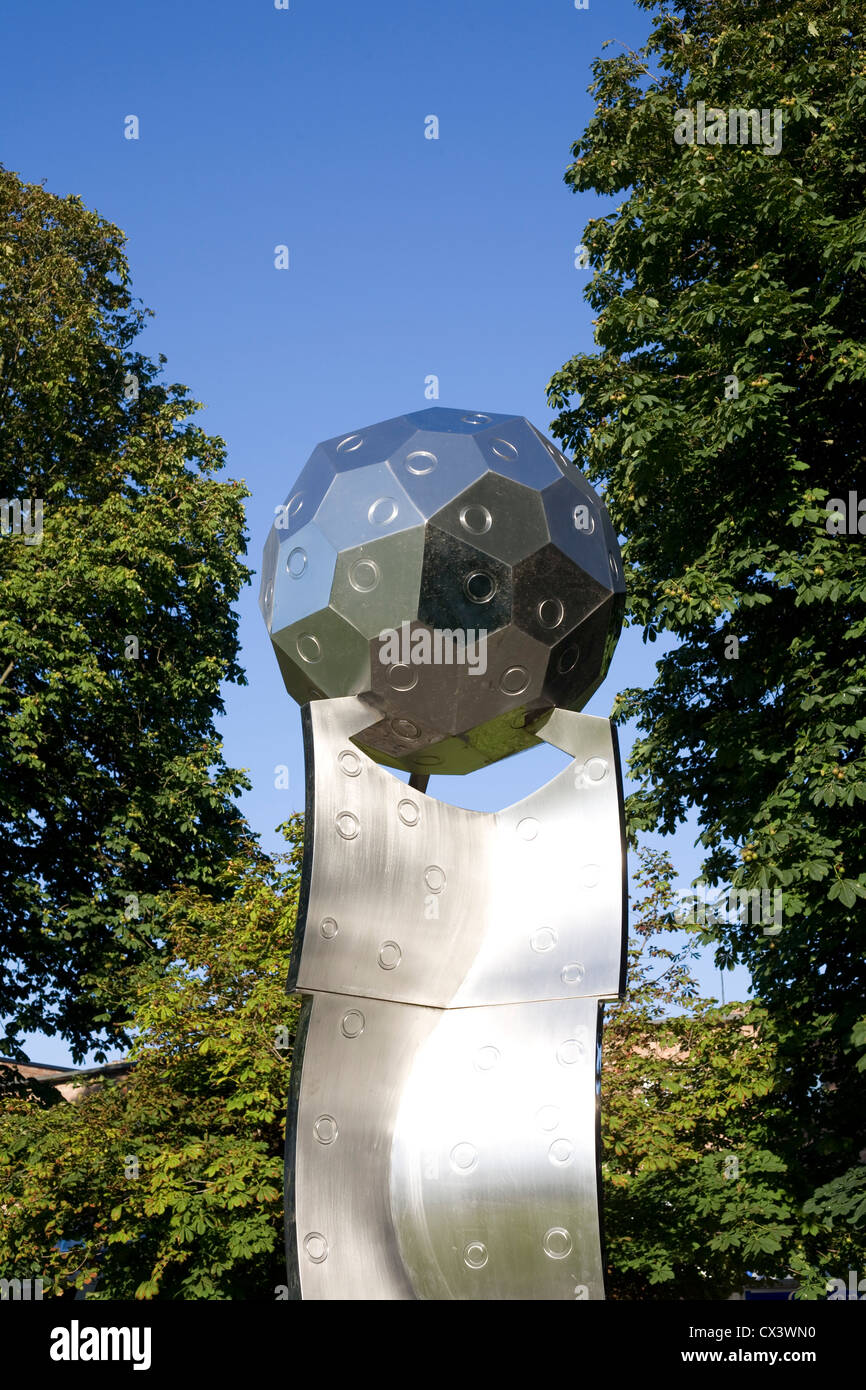 Orbital sculpture by John Thomson in the South East corner of Havant park on a warm Sunday afternoon - Stock Image