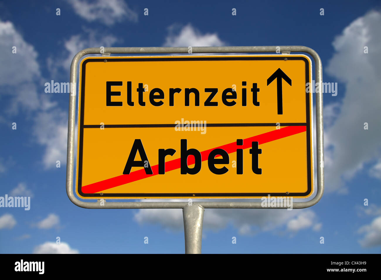 German road sign work and parental leave with blue sky and white clouds - Stock Image