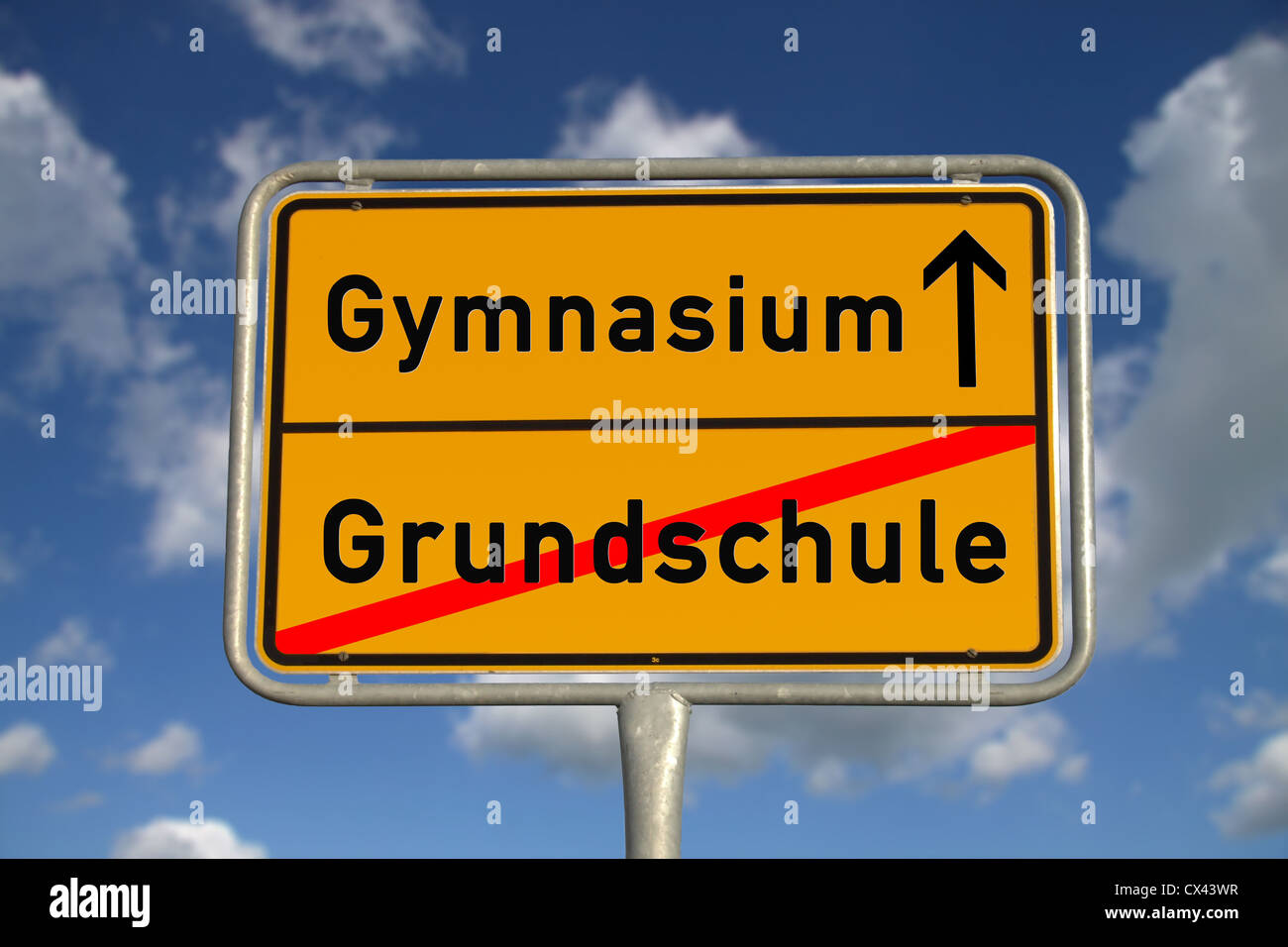 German road sign elementary School and secondary school with blue sky and white clouds - Stock Image