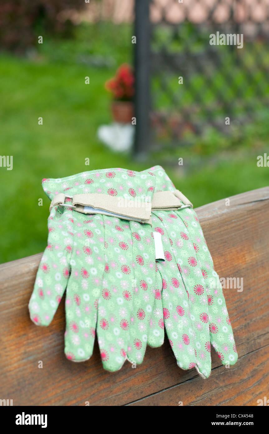 Cool Garden Gloves On Bench In Garden Stock Photo 50493640 Alamy Pdpeps Interior Chair Design Pdpepsorg