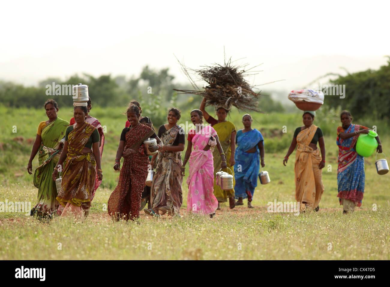 indian-women-walking-home-free-young-orgy