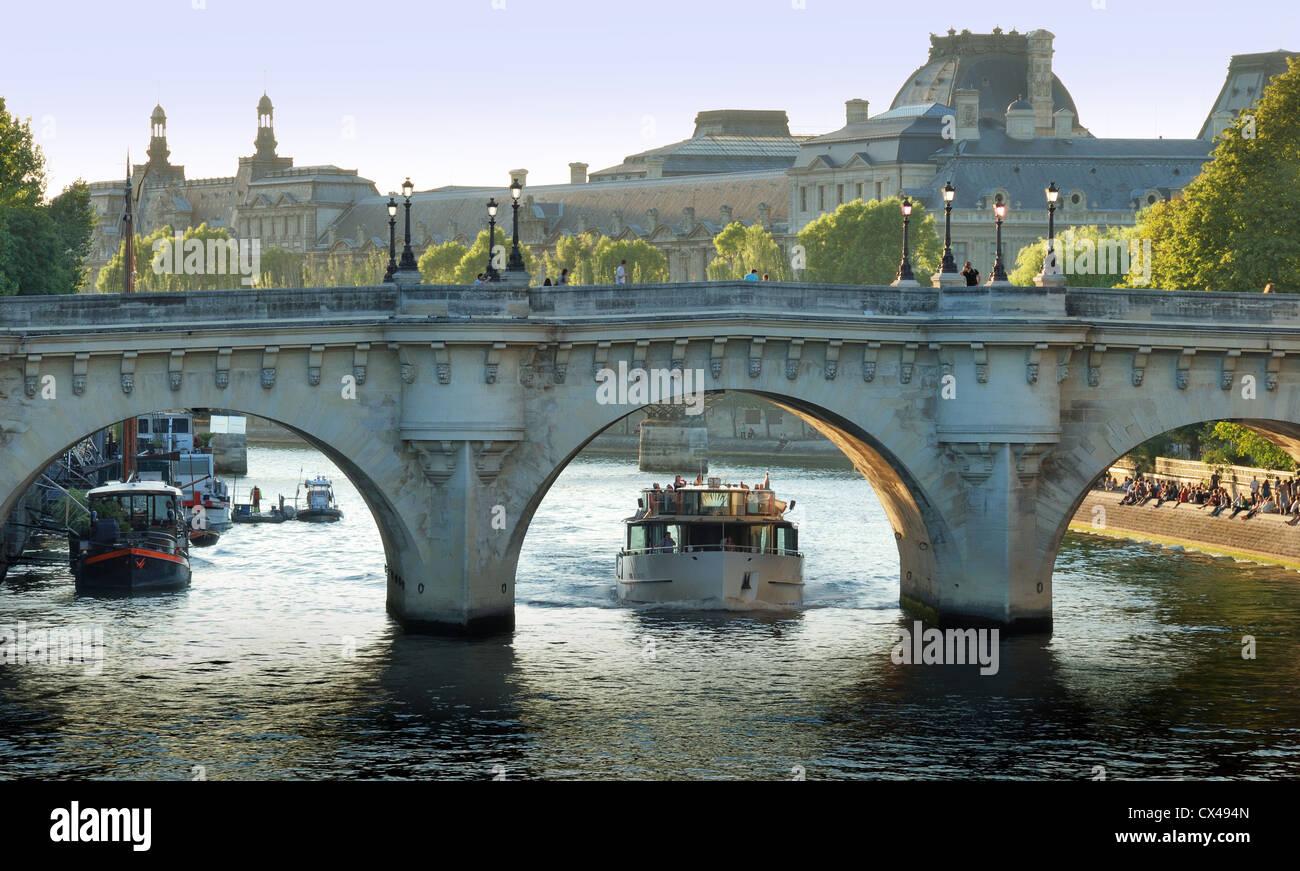 The Pont Neuf ('New Bridge'), the oldest standing bridge across the river Seine in Paris, France. - Stock Image