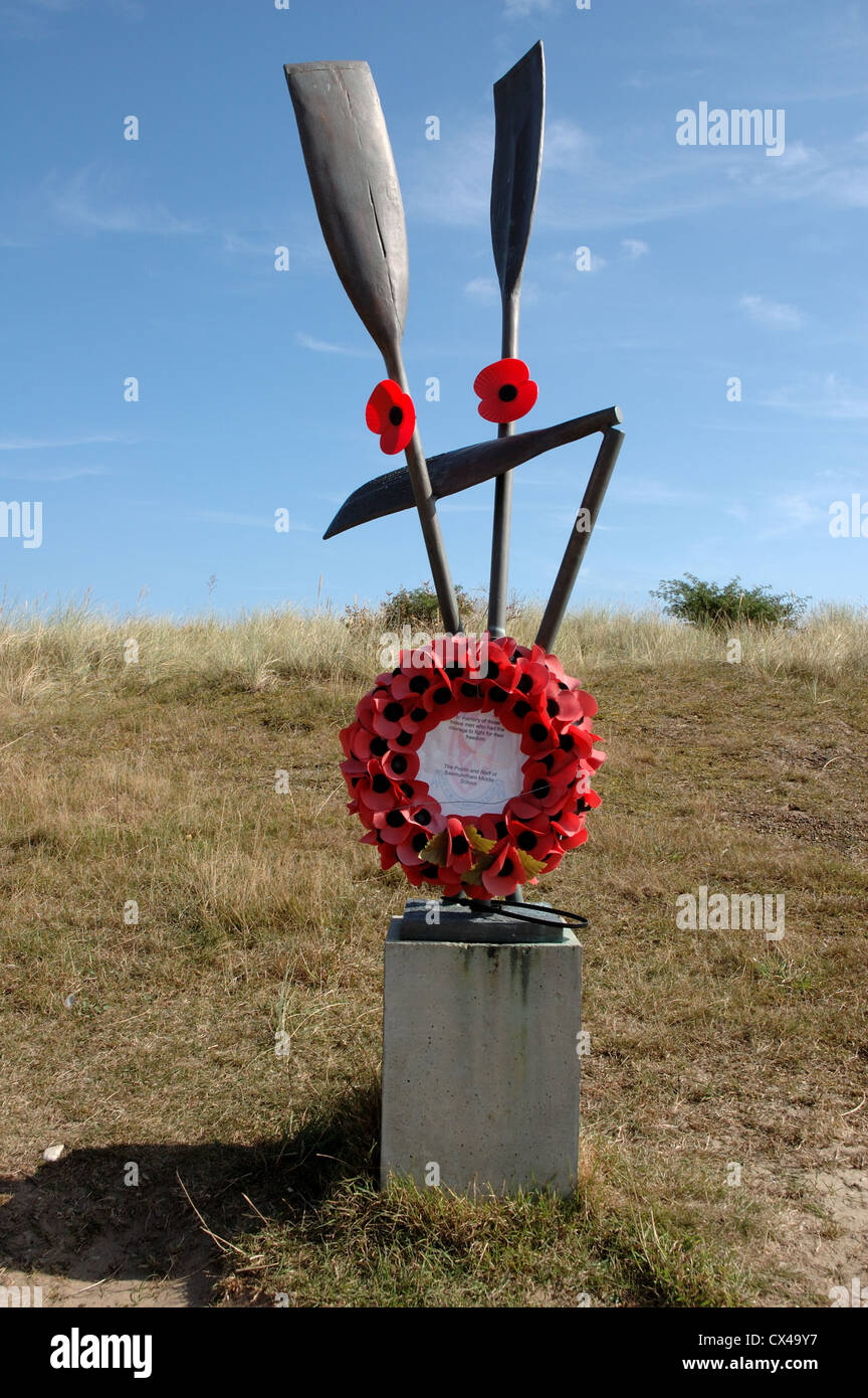 Bronze paddle memorial to 32 Dutchmen who tried to escape wartime Holland in 1941 by kayaking to England, Sizewell, - Stock Image