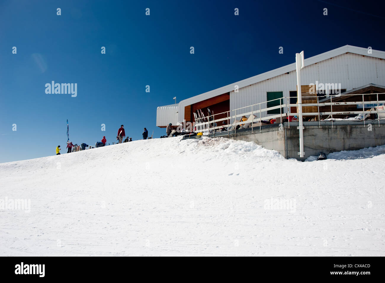 Restaurant high up in the mountains, at the end of a skiing slope - Stock Image