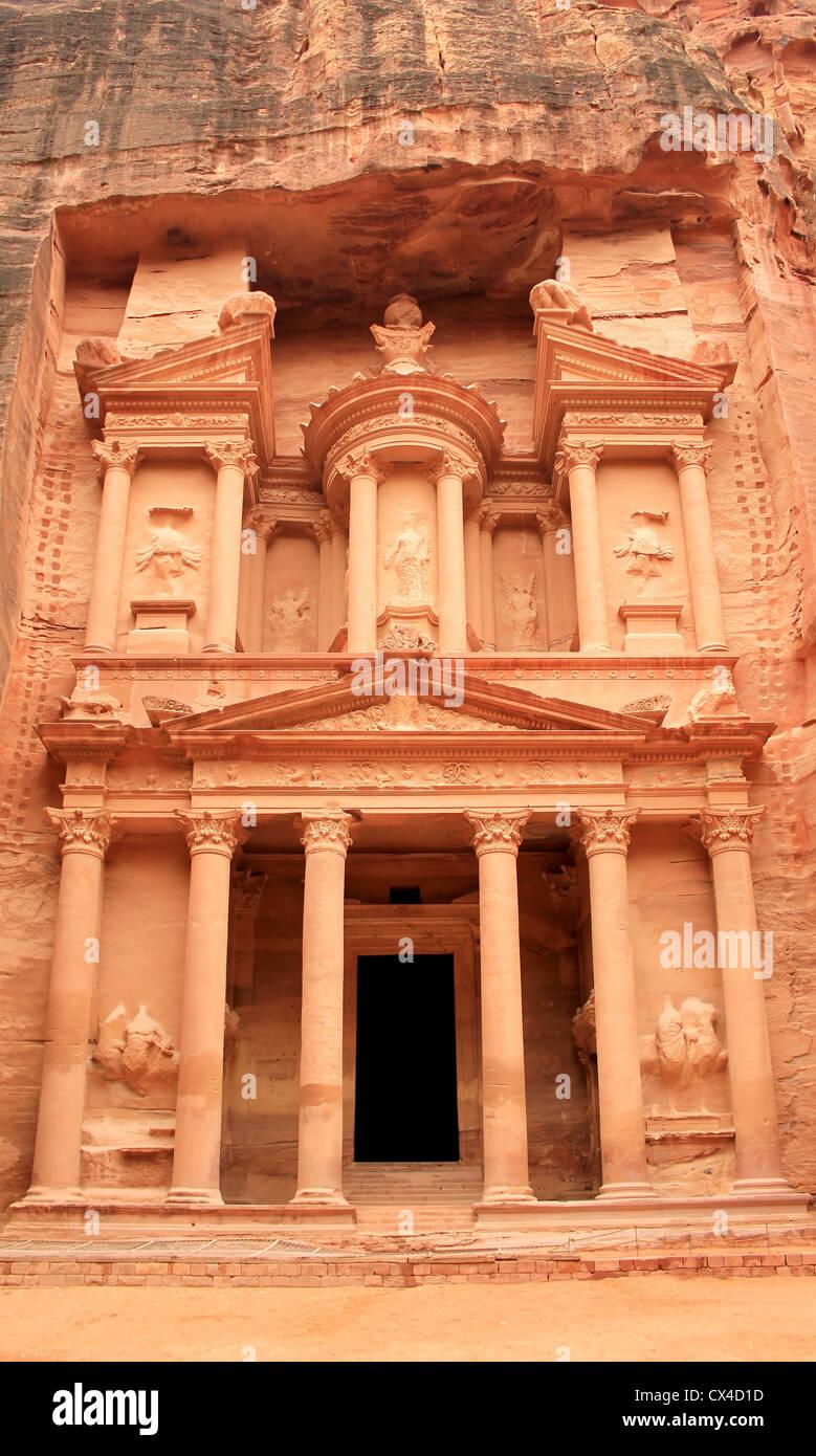 'The treasury' at Petra, Lost rock city of Jordan. - Stock Image
