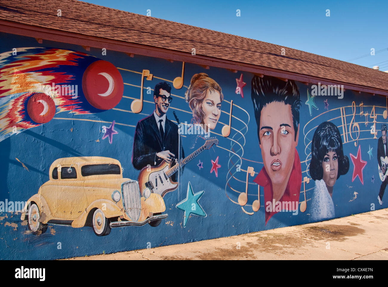 Elvis Presley, Buddy Holly, Aretha Franklin and other 1950's rock'n'roll stars in mural in Clovis, New - Stock Image