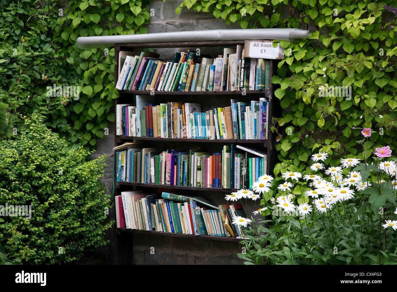 Outdoor bookshelf and honesty box, Hay on Wye, Powys, Wales, UK - Stock Image