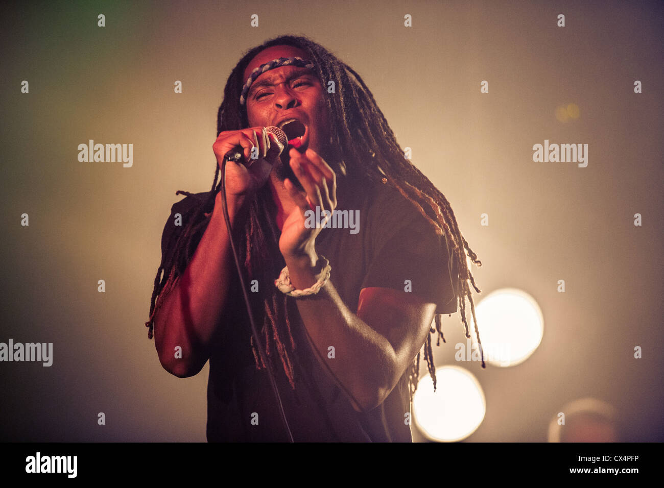 Jirod Greene, dreadlocked lead singer of the band Suite 709 sings during a concert at the Parish in Austin, Texas - Stock Image