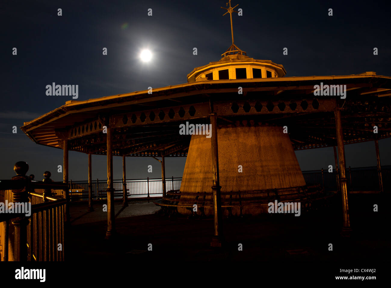 Ventnor bandstand at night. - Stock Image